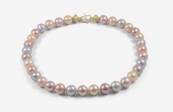Colliers: Perlenkette pastell, 750er Gold