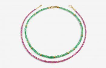 Colliers: Smaragdkett (innen) und pinkfarbene Saphirkette (außen), 750er-Gold