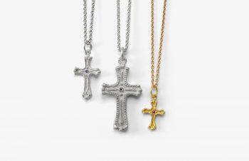 Klassische Anhänger: Kreuz, 750er Gold, Silber