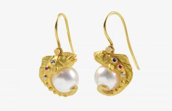 Tier-Ohrringe: Fisch mit Perle, 750er Gold