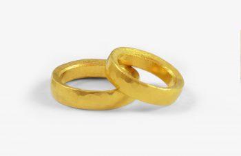 Verliebt, Verlobt, Verheiratet: Eheringe Feingold geschmiedet