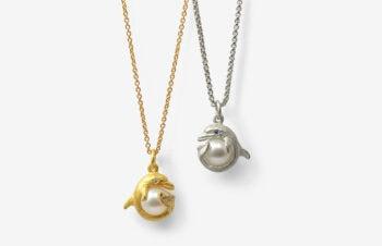 Tier-Anhänger: Delfin, Perle, 750er Gold, Silber