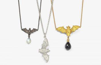 Tier-Anhänger: Fledermaus, 750er Gold, Silber, Mondstein, Onyx